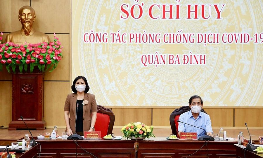 Phó Bí thư Thường trực Thành ủy Nguyễn Thị Tuyến phát biểu tại Sở Chỉ huy công tác phòng, chống dịch Covid-19 quận Ba Đình.