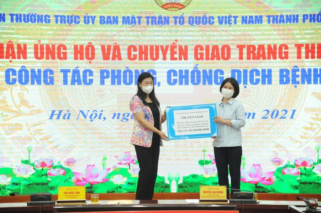 Ủy ban MTTQ Việt Nam TP Hà Nội trao chuyển giao kinh phí hỗ trợ cho Sở Y tế Hà Nội