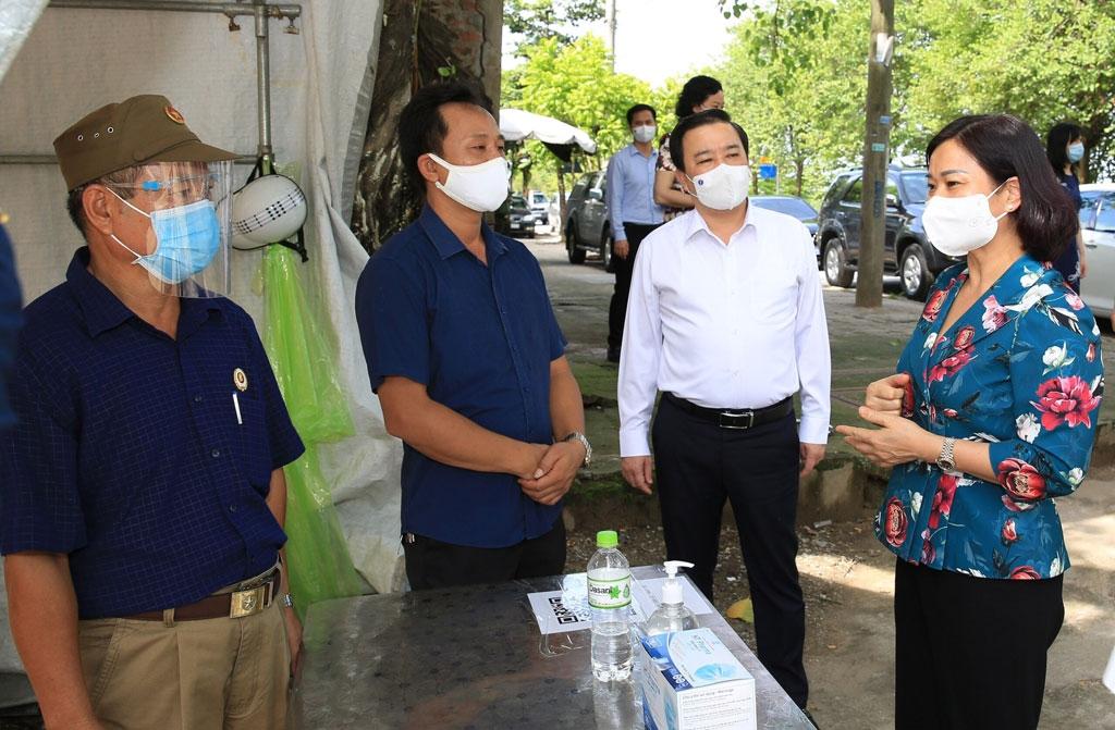 Phó Bí thư Thường trực Thành ủy Hà Nội Nguyễn Thị Tuyến kiểm tra công tác phòng, chống dịch Covid-19 trên địa bàn huyện Thanh Trì