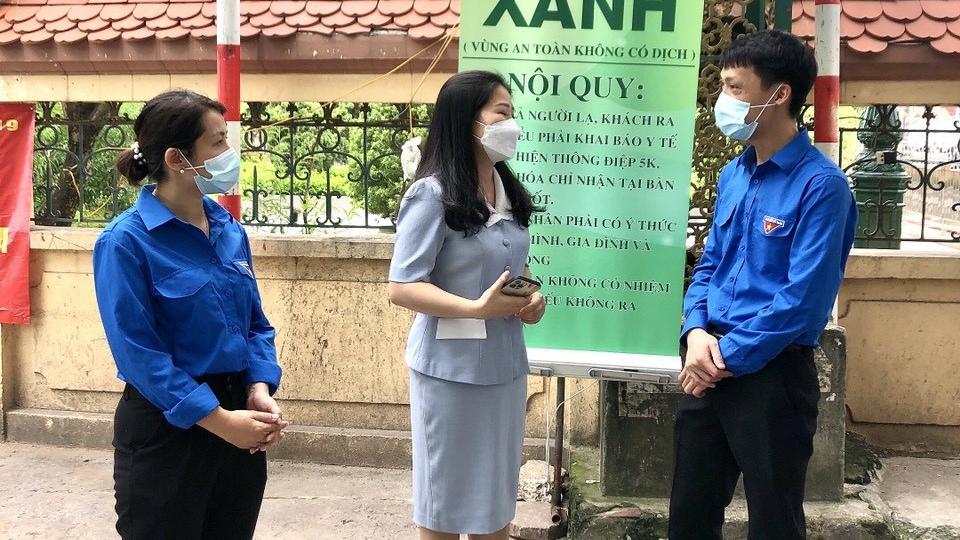 Đồng chí Chu Hồng Minh, Bí thư Thành đoàn thăm hỏi, động viên thanh niên