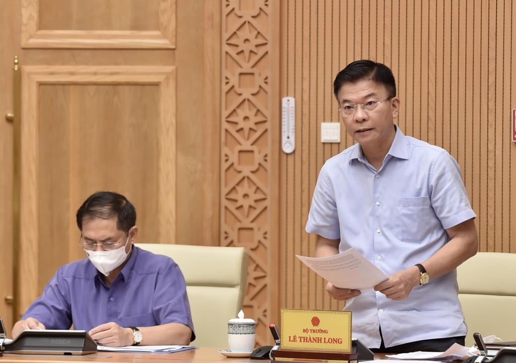 Bộ trưởng Bộ Tư pháp Lê Thành Long trình bày đề nghị xây dựng Luật sửa đổi, bổ sung các luật để tháo gỡ khó khăn cho đầu tư, kinh doanh trong tình hình dịch bệnh COVID-19