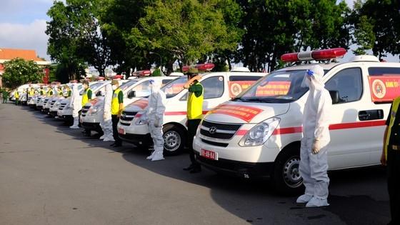 Bộ Tư lệnh TPHCM tổ chức lễ bàn giao đội ngũ y, bác sĩ và 30 xe cứu thương cho Sở Y tế TPHCM.