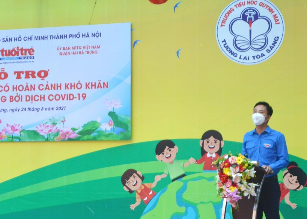 Phó Bí thư Thường trực Thành đoàn Hà Nội Nguyễn Đức Tiến phát biểu tại chương trình