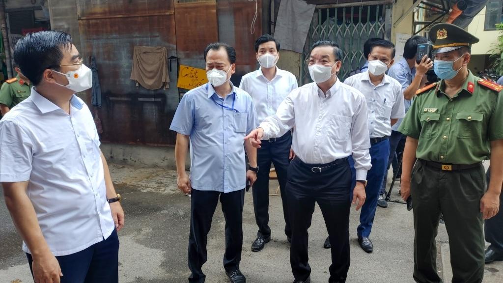 """Khẩn trương """"khóa cứng"""" vùng lõi ổ dịch tại quận Thanh Xuân"""