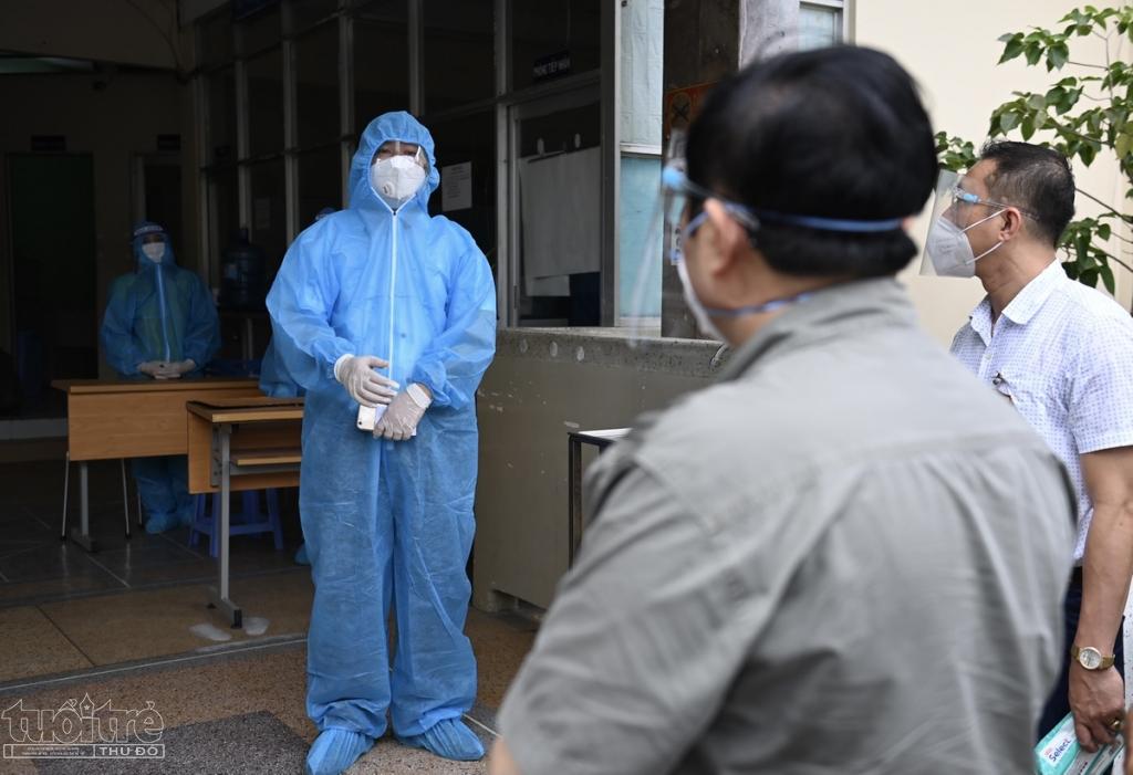 Khoảng 12h, Thủ tướng tiếp tục tới thăm Cơ sở Tư vấn và Cai nghiện ma túy Bình Triệu (phường Hiệp Bình Chánh, TP Thủ Đức).