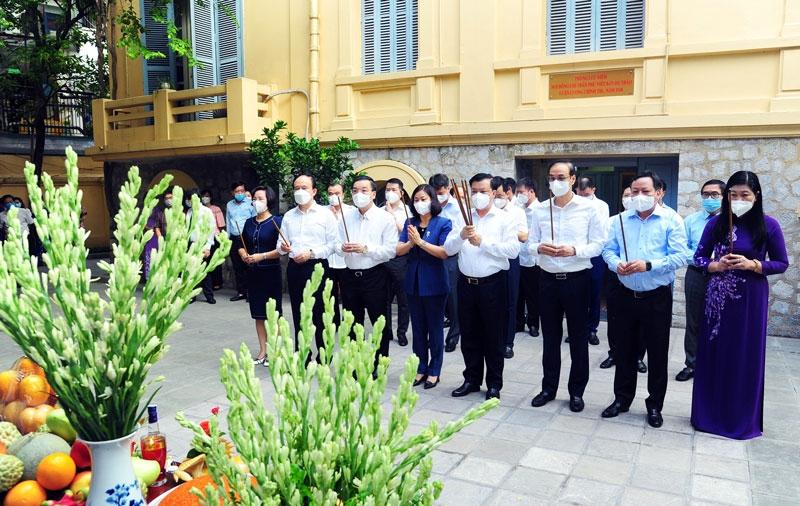 Các đồng chí lãnh đạo thành phố Hà Nội dâng hương tưởng niệm nhân dịp 90 năm Ngày mất của đồng chí Trần Phú (6/9/1931 - 6/9/2021)