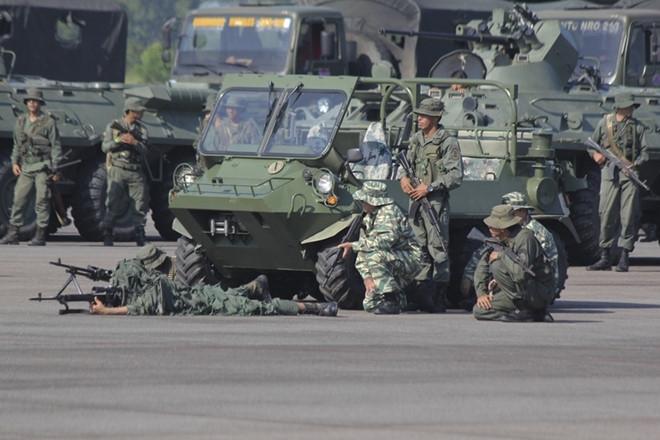 150.000 binh sĩ Venezuela tập trận sát biên giới Colombia