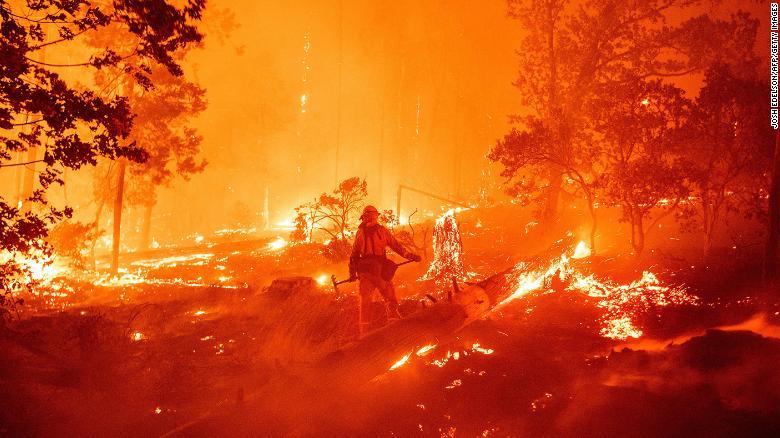 Mỹ: California đồng thời đối mặt với hơn 20 đám cháy khó kiểm soát