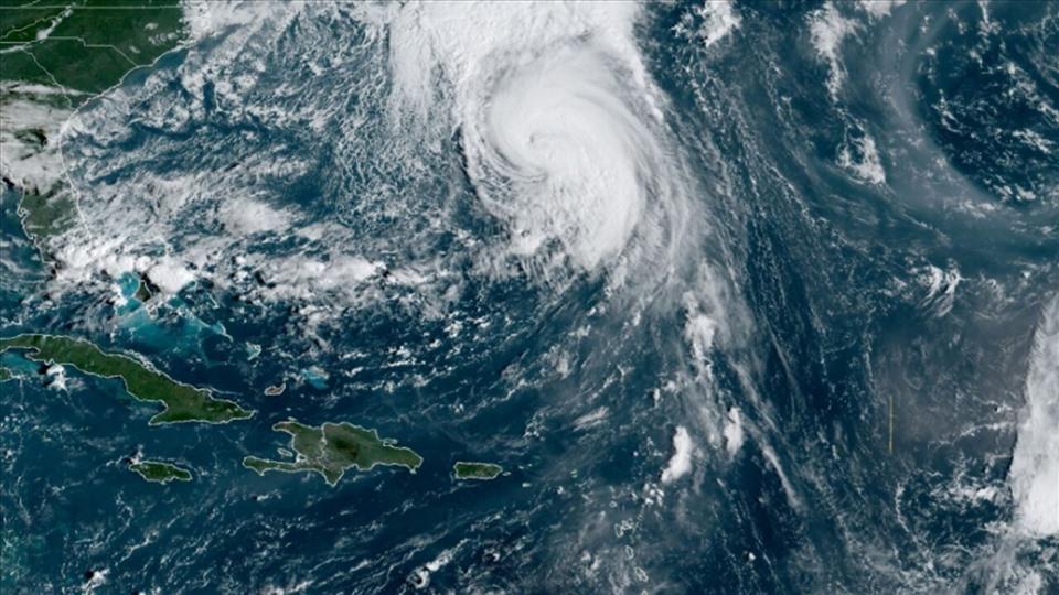 Tin bão mới nhất: Bão Teddy với sóng dữ chết người đe dọa Mỹ