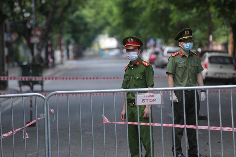 Chốt kiểm soát chống dịch Covid-19 tại địa bàn phường Văn Miếu, Đống Đa