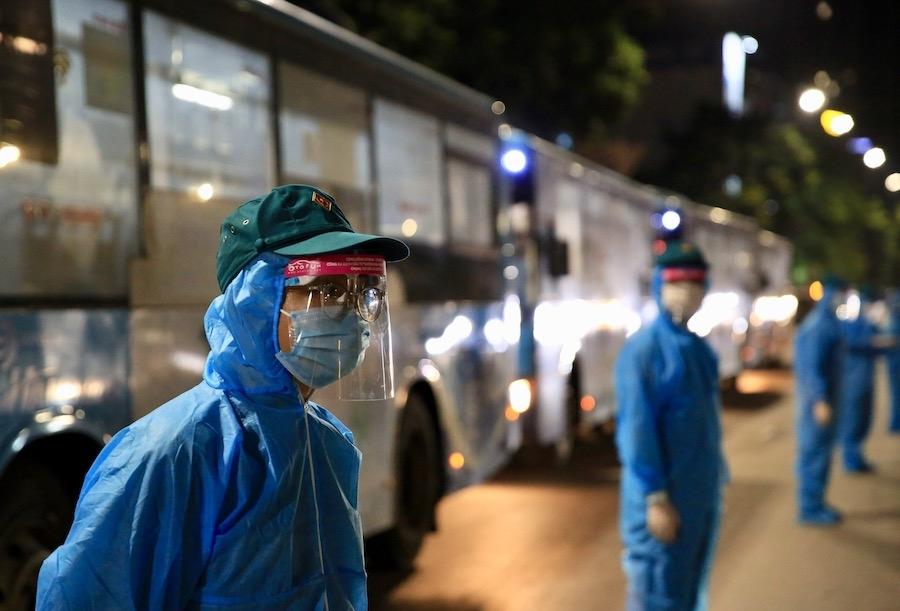 """Tối 1/9, đã di dời hơn 200 người dân ra khỏi """"điểm nóng"""" Thanh Xuân Trung"""