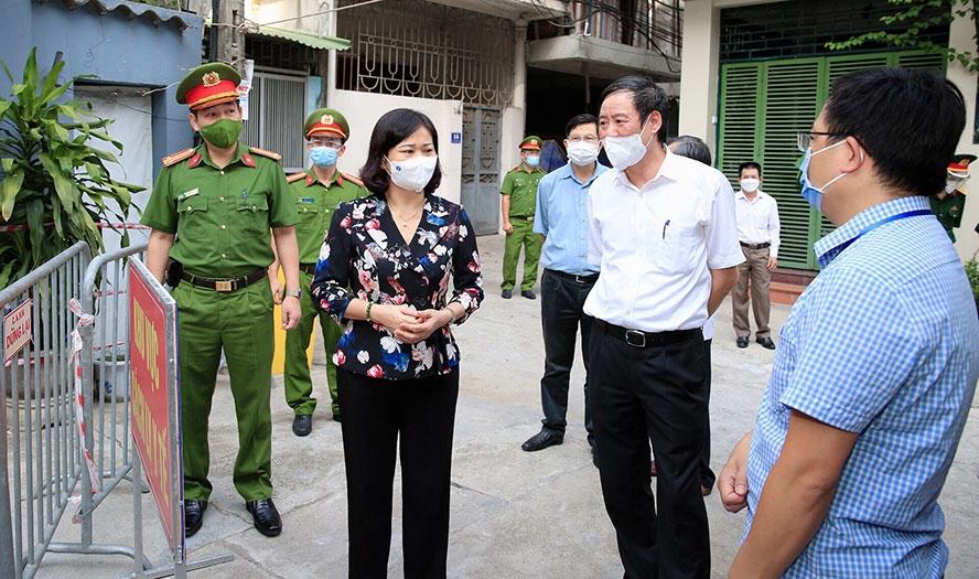 Phó Bí thư Thường trực Thành ủy Nguyễn Thị Tuyến kiểm tra công tác phòng, chống dịch Covid-19 tại khu cách ly y tế tập thể X55, xã Ngũ Hiệp (huyện Thanh Trì)