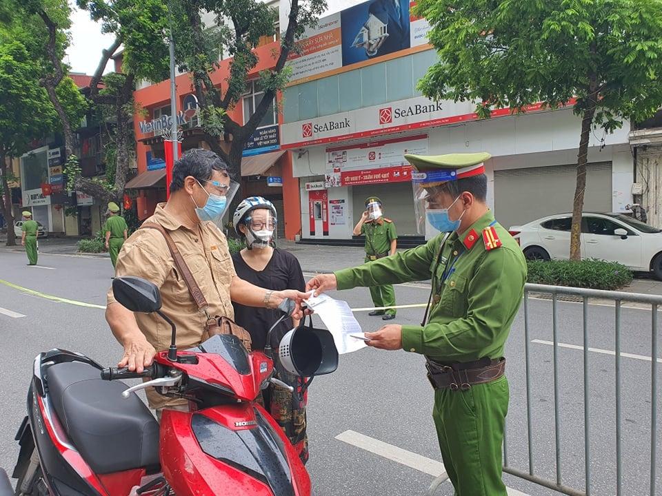Trong những ngày nghỉ lễ, lực lượng chức năng sẽ tăng cường tuần tra, lập chố xử lý nghiêm người đi đường không có lý do, vi phạm quy định giãn cách phòng dịch