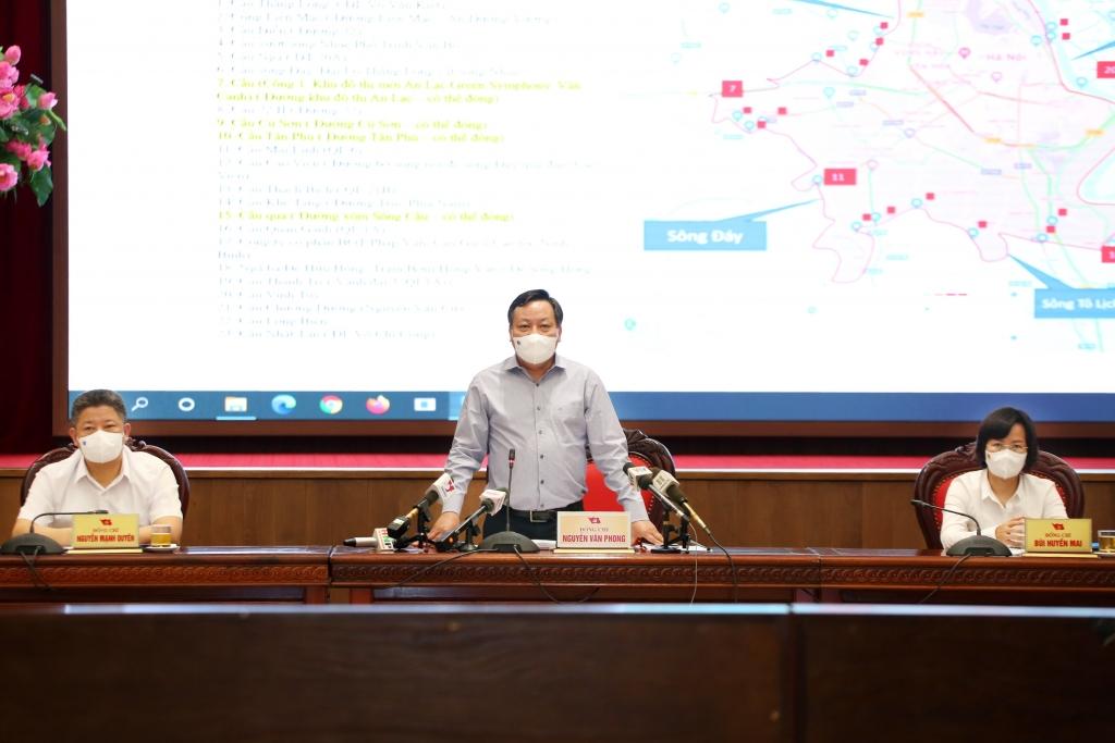 Phó Bí thư Thành ủy Nguyễn Văn Phong chủ trì buổi họp báo