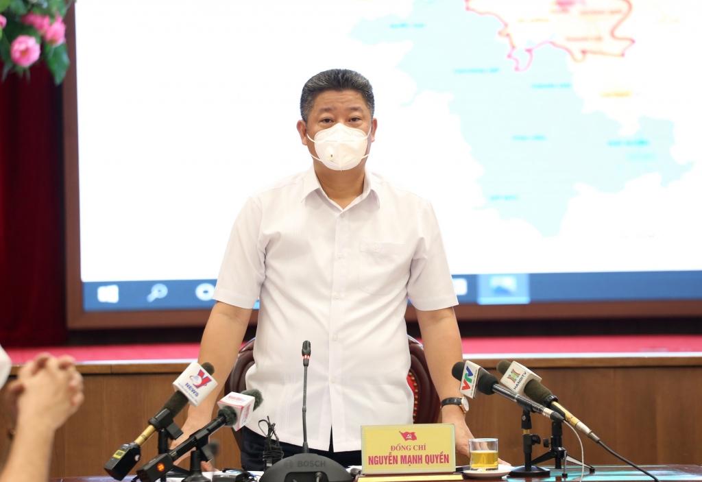 Phó Chủ tịch UBND TP Nguyễn Mạnh Quyền thông tin tại cuộc họp