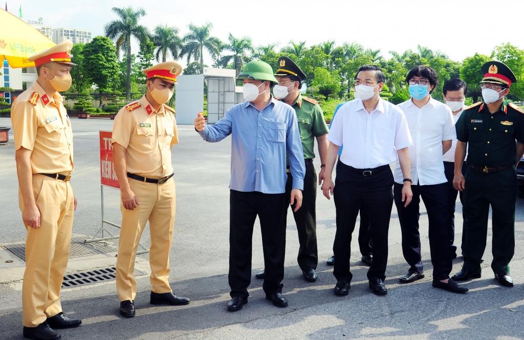 Hà Nội kiến nghị người tiêm đủ 2 mũi vắc xin được phép đi lại, tham gia sản xuất, chống dịch