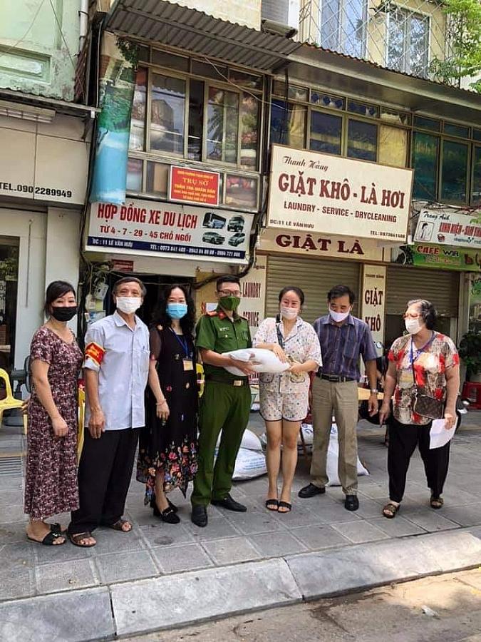Hà Nội bước vào trận chiến mới, người dân quyết tâm bảo vệ Thủ đô