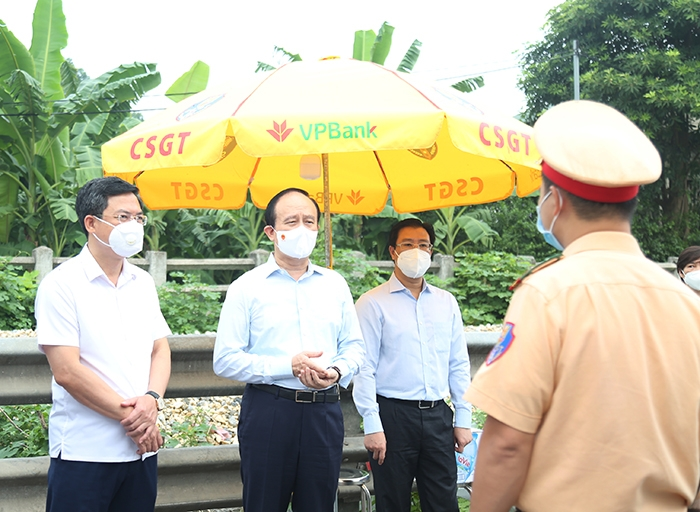 Đoàn kiểm tra tại chốt kiểm soát cầu Quán Gánh, quốc lộ 1A cũ, Duyên Thái, Thường Tín