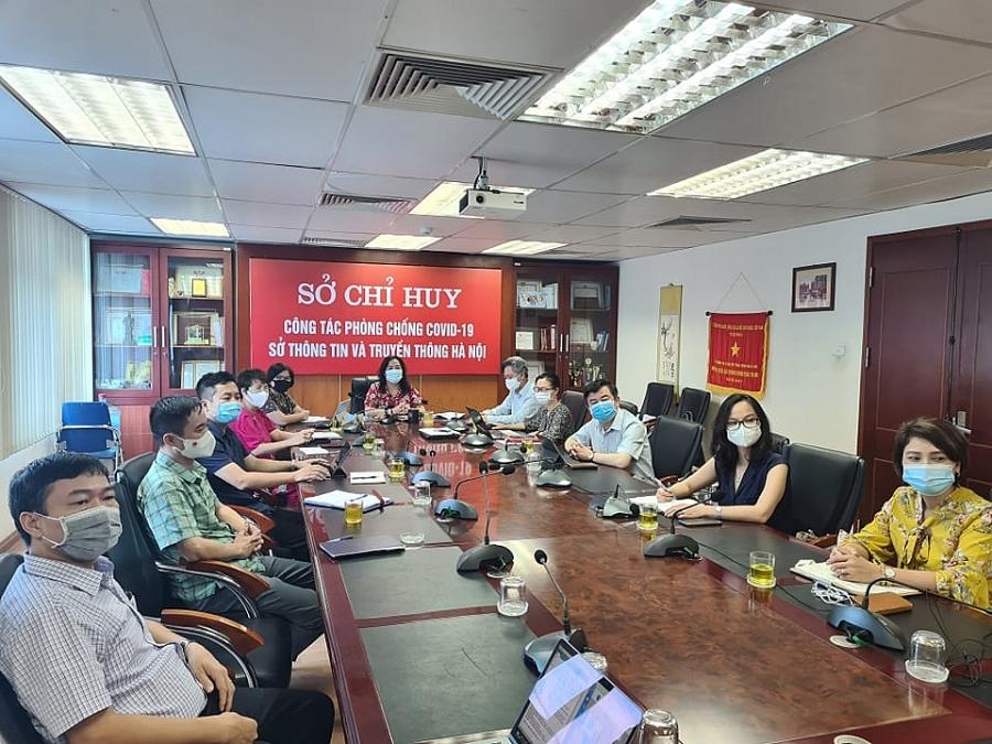 Các đại biểu dự hội nghị tại điểm cầu Sở Chỉ huy công tác phòng chống dịch Covid-19 Sở Thông tin và Truyền thông