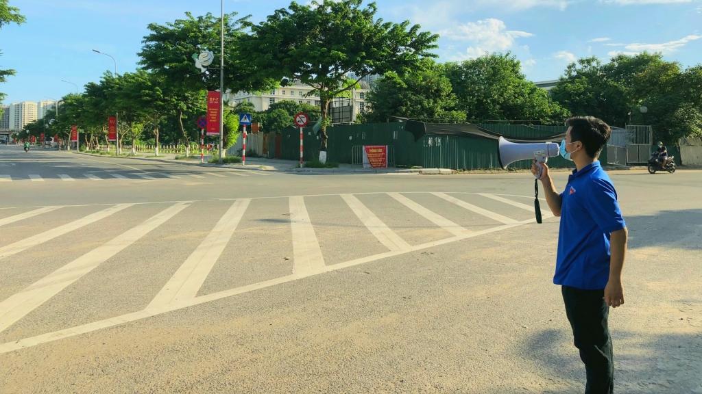 Thanh niên quận Hoàng Mai tuyên truyền chống dịch