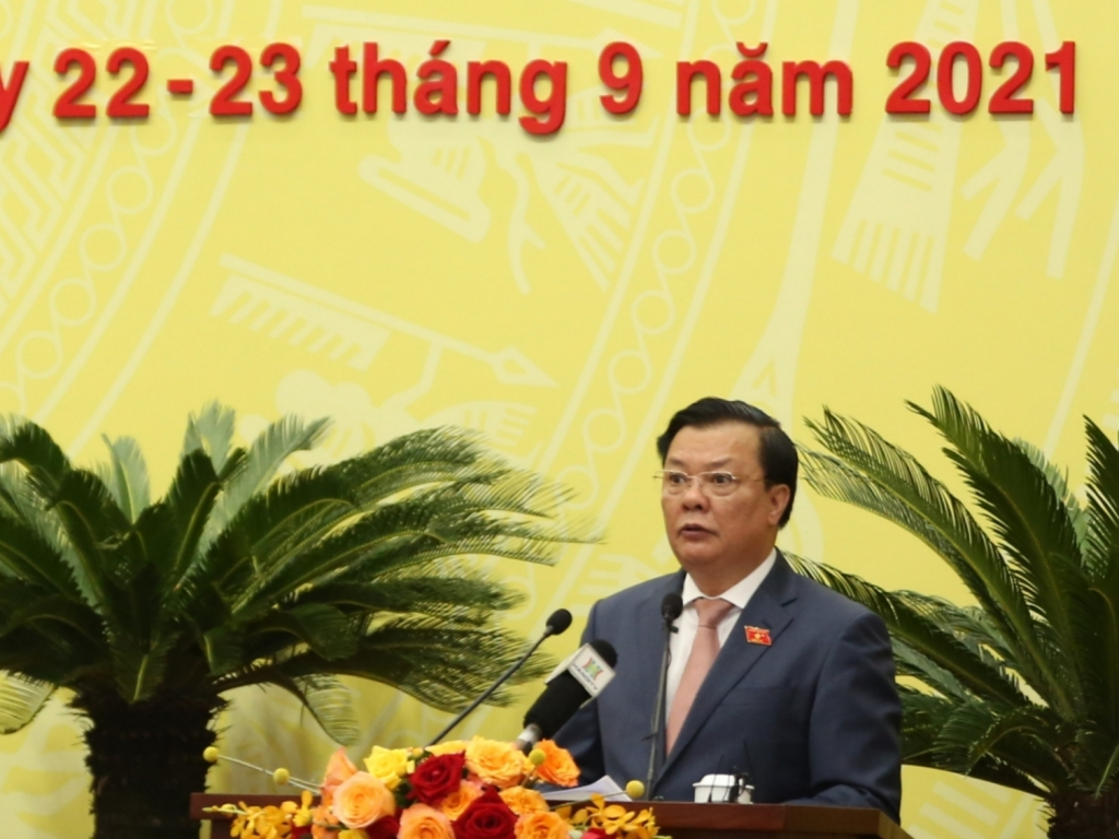 Bí thư Thành ủy Đinh Tiến Dũng phát biểu tại kỳ họp