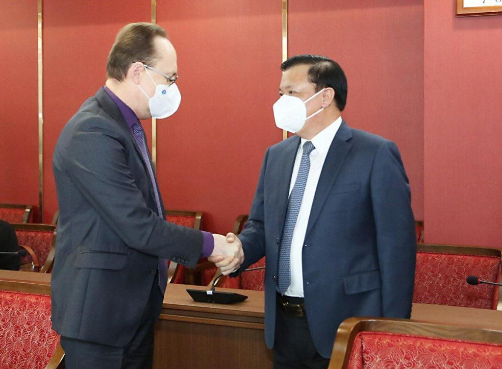 Bí thư Thành ủy Hà Nội Đinh Tiến Dũng tiếp tiếp Đại sứ Đặc mệnh toàn quyền Liên bang Nga Gennady Bezdetko