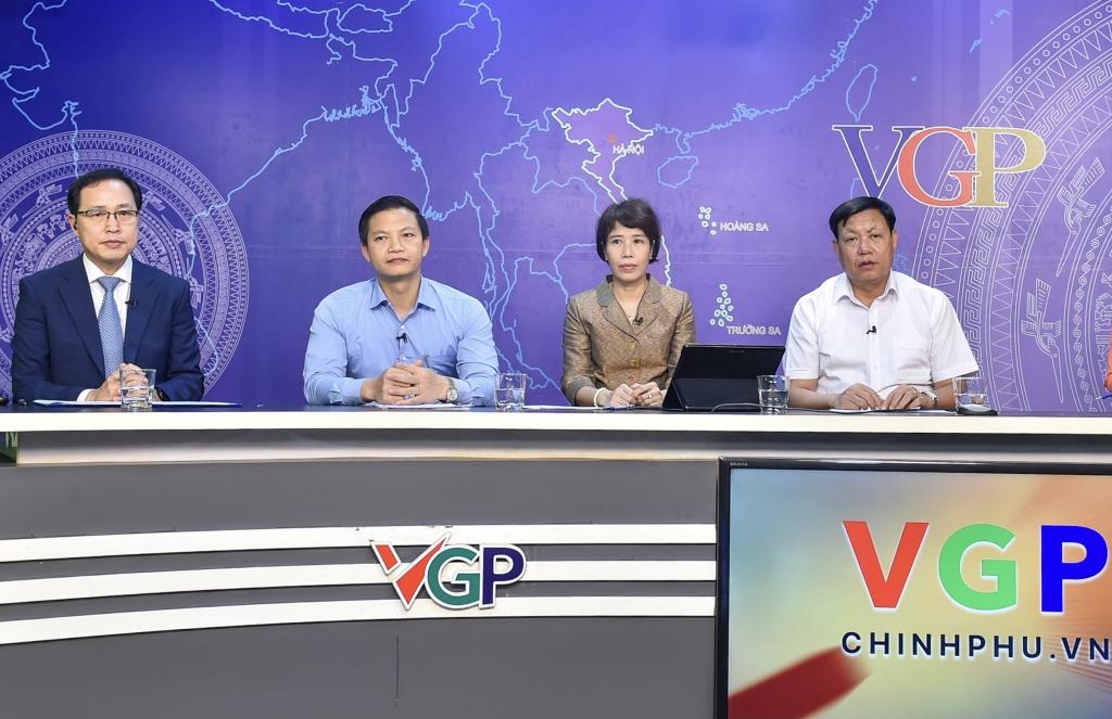 Tham dự Tọa đàm đại diện lãnh đạo Bộ Y tế, Bộ Kế hoạch và Đầu tư, tỉnh Bắc Ninh, Đồng Nai và Tổ hợp Samsung Việt Nam, Nestlé Việt Nam - Ảnh VGP/Nhật Bắc