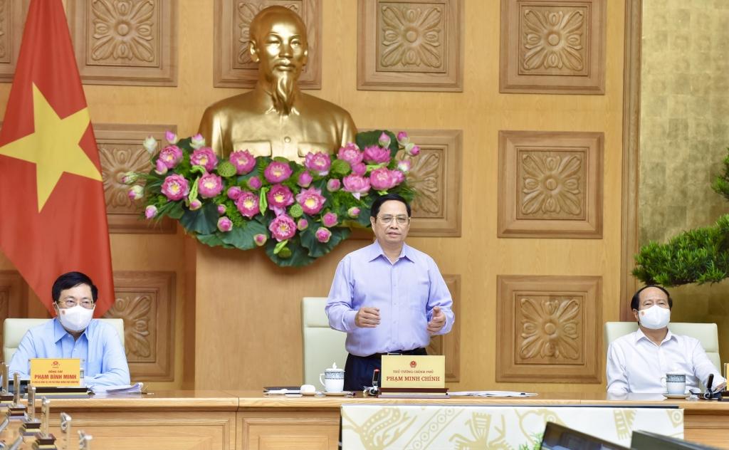 Thủ tướng yêu cầu, đầu tư công phải dẫn dắt và kích hoạt đầu tư của mọi thành phần kinh tế, huy động mọi nguồn lực trong xã hội cho đầu tư phát triển. - Ảnh: VGP/Nhật Bắc