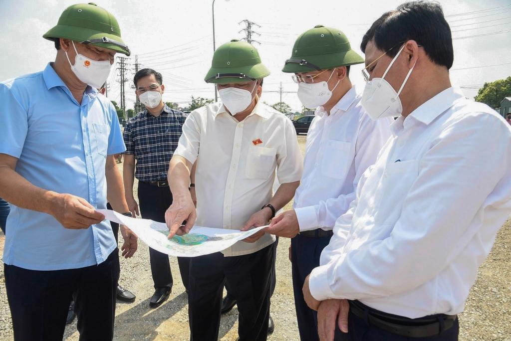 Bí thư Thành ủy Đinh Tiến Dũng và lãnh đạo thành phố đã thăm, kiểm tra tình hình thực hiện một số dự án đầu tư xây dựng trên địa bàn huyện Gia Lâm