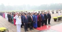 Đại biểu Quốc hội đặt vòng hoa viếng Chủ tịch Hồ Chí Minh