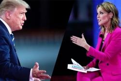 """Nữ nhà báo nhận """"mưa lời khen"""" vì màn hỏi xoáy ông Trump"""