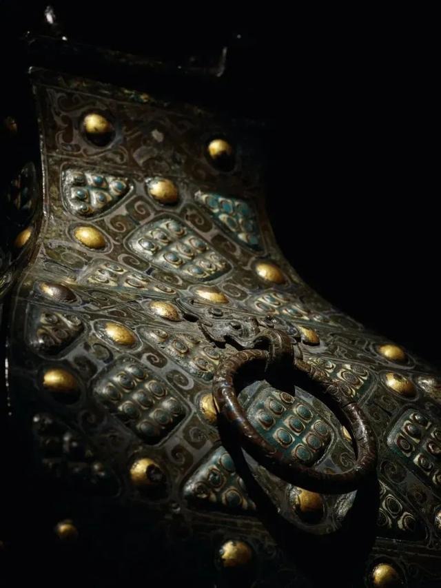 Gây chấn động thế giới khảo cổ: Chiếc bình vuông bằng đồng thời chiến quốc có giá nghìn triệu đô