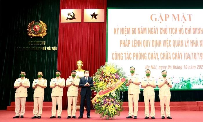 Phó Chủ tịch Thường trực UBND thành phố Hà Nội Lê Hồng Sơn chúc mừng 60 năm Ngày Truyền thống lực lượng Cảnh sát phòng cháy, chữa cháy và cứu nạn, cứu hộ