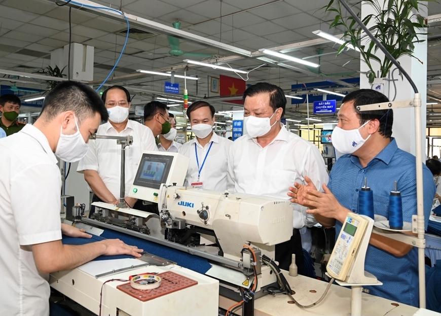 Bí thư Thành ủy Đinh Tiến Dũng kiểm tra công tác phòng, chống dịch tại Tổng công ty May 10
