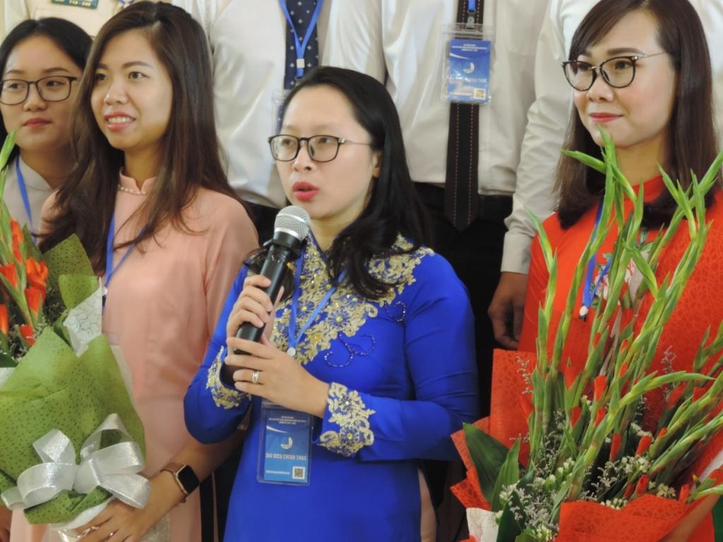 Chị Trần Kim Huyền - áo xanh (Ảnh tư liệu)