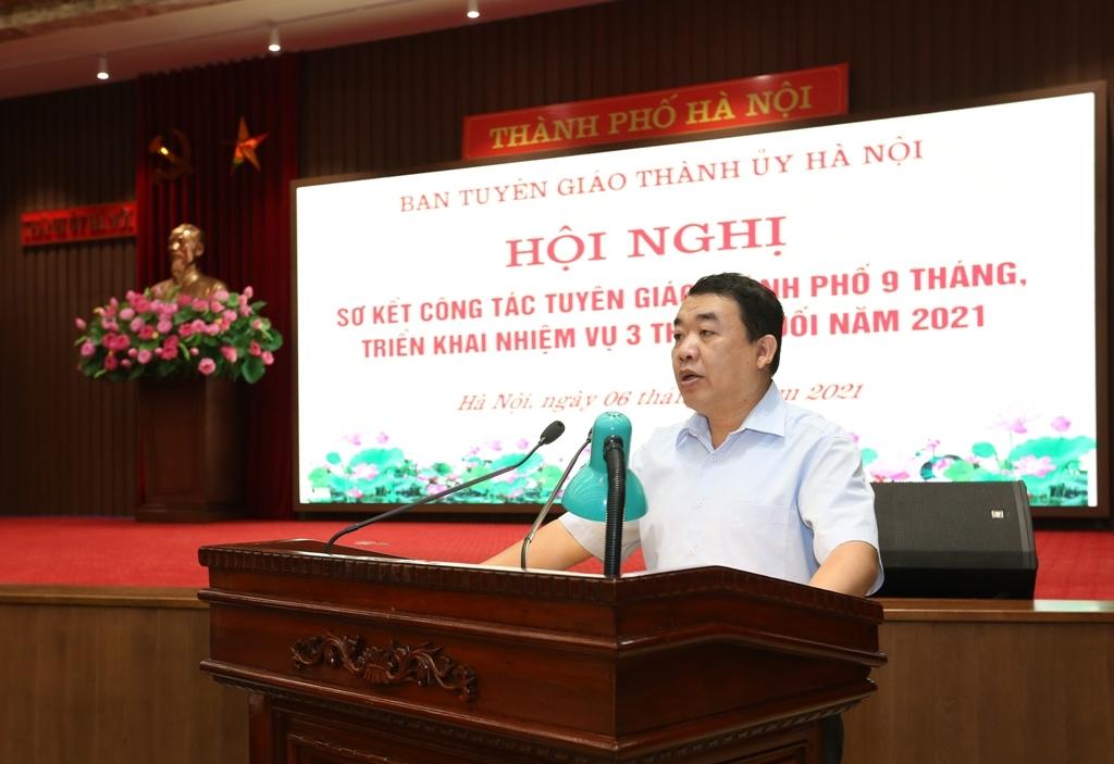 Phó Trưởng ban Tuyên giáo Thành ủy Đào Xuân Dũng báo cáo tại hội nghị
