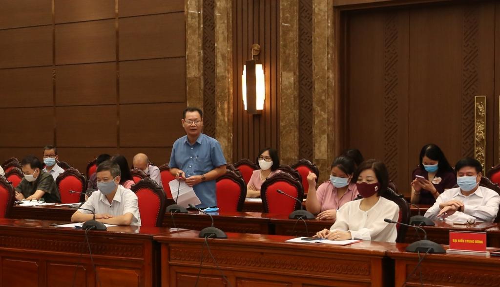 Đại biểu tham luận tại hội nghị