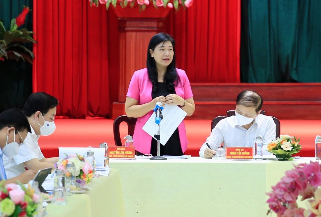 Chủ tịch Ủy ban MTTQ Việt Nam TP Hà Nội Nguyễn Lan Hương phát biểu tại hội nghị