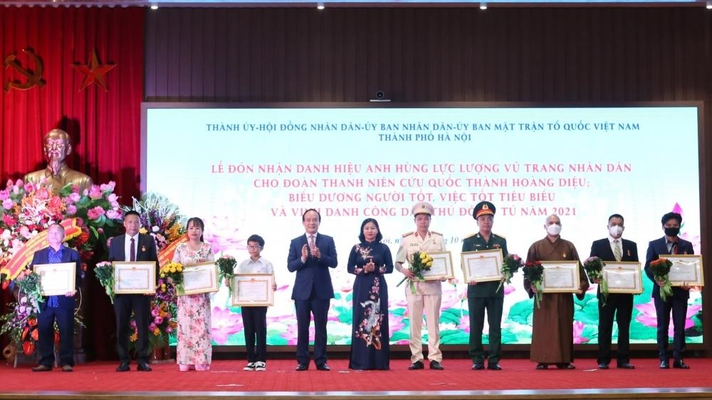 Hà Nội biểu dương người tốt, việc tốt và vinh danh 9 công dân Thủ đô ưu tú năm 2021