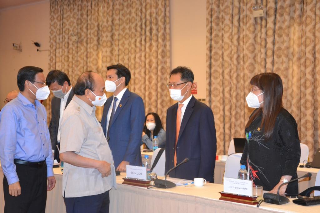 Chủ tịch nước Nguyễn Xuân Phúc đã có buổi gặp mặt với Hội Doanh nhân trẻ Việt Nam tại Hội trường Thống Nhất, TP Hồ Chí Minh