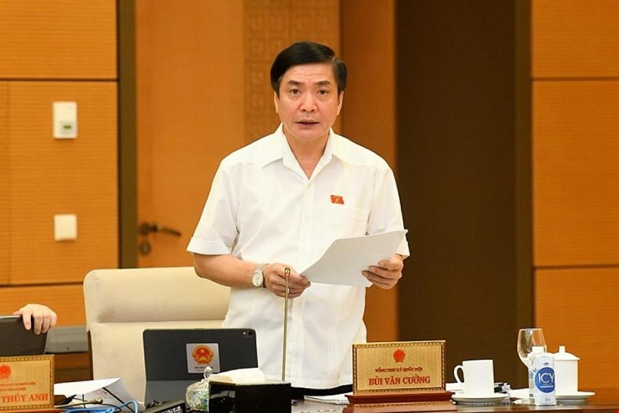 Tổng Thư ký Quốc hội Bùi Văn Cường trình bày báo cáo tại phiên họp sáng 13/10. Ảnh: Quốc hội