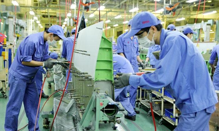 Sản xuất cánh tà máy bay dân dụng tại Công ty TNHH MHI Aerospace Việt Nam, Khu công nghiệp Thăng Long.