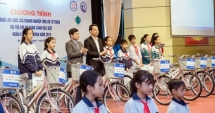 Trao tặng xe đạp, học bổng cho 300 học sinh có hoàn cảnh khó khăn trên địa bàn Hà Nội