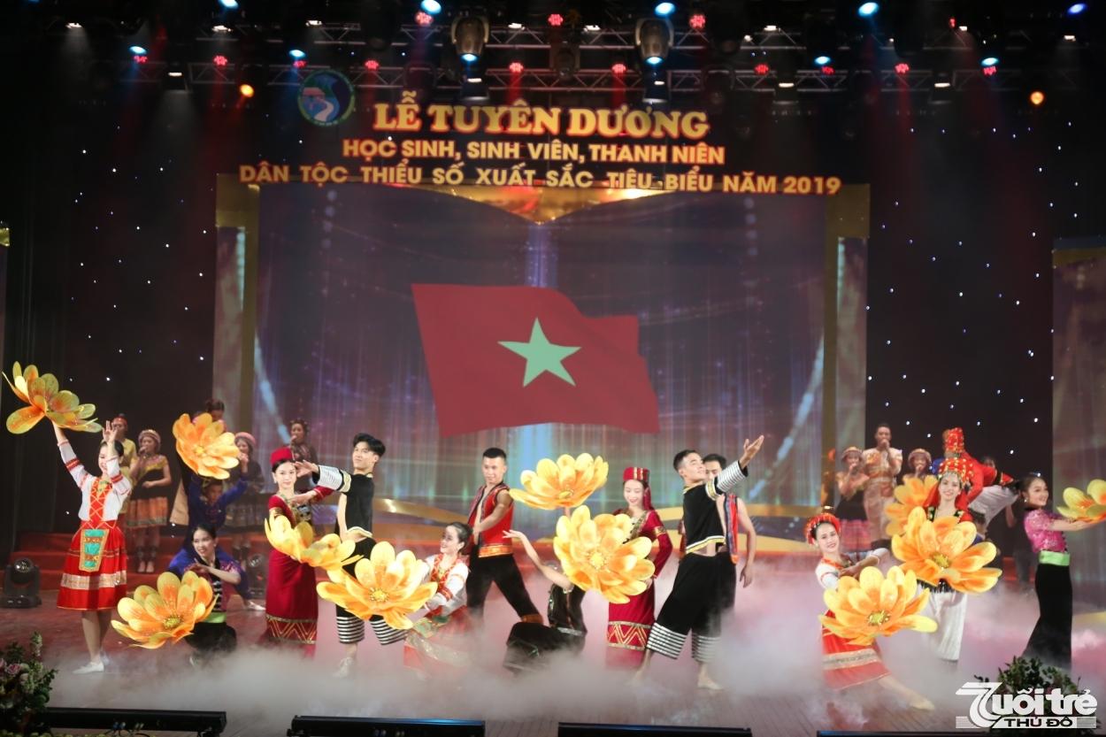 tuyen duong 120 hoc sinh sinh vien thanh nien dtts xuat sac tieu bieu 2019