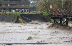Tổng thống Philippines thị sát tình hình thiệt hại sau bão Goni