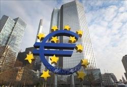 Kinh tế Eurozone có thể rơi vào suy thoái kép