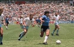 Trang sử qua ảnh về 'Cậu bé vàng' Diego Maradona
