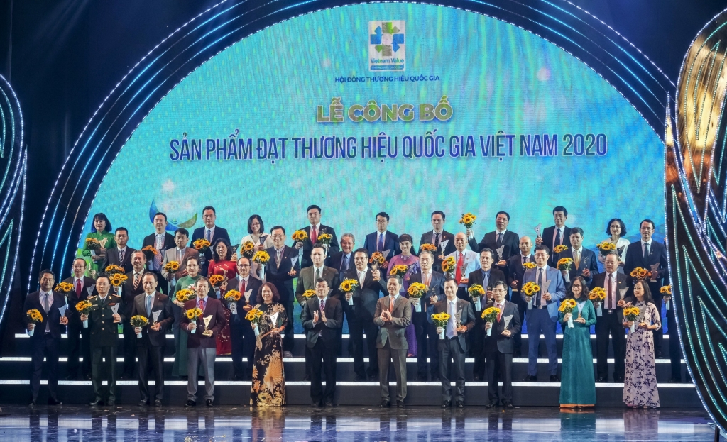 Lãnh đạo Chính phủ và Bộ Công Thương chúc mừng các doanh nghiệp được vinh danh Thương hiệu Quốc gia 2020