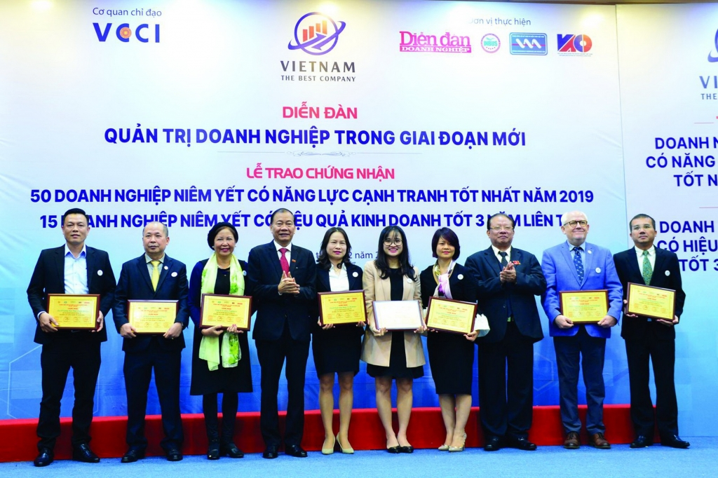 Lễ trao chứng nhận Doanh nghiệp được VCCI kết hợp với diễn đàn Quản trị Doanh nghiệp trong giai đoạn mới