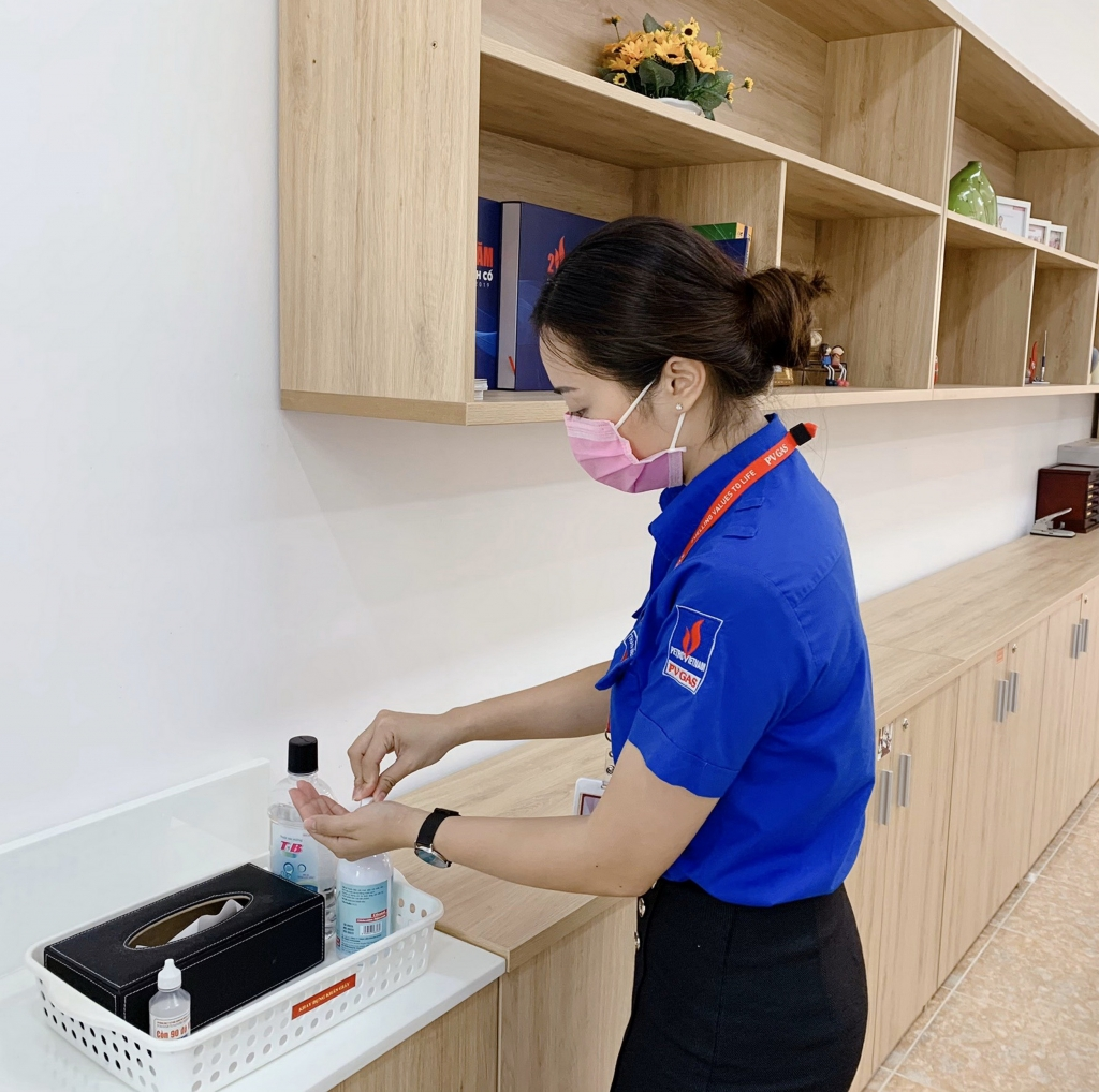 Các biện pháp phòng dịch bằng nước rửa tay, vệ sinh kháng khuẩn được trang bị ở các vị trí công cộng